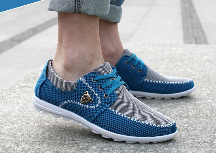 Buying travel shoes