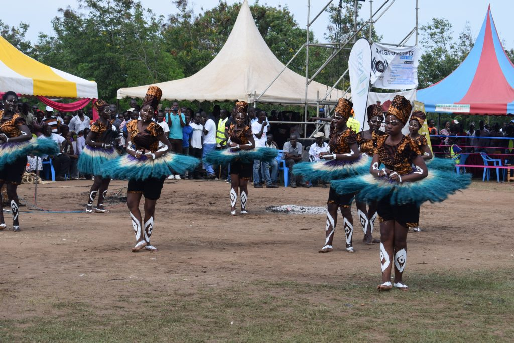 Rusinga Festival celebrates its 8th edition in Rusinga Island, 19th and 20th December. The festival offers two days of music, fashion, film, food, artistry, literature, sports and conversations that take you back in time into the wealth of the Suba Culture.